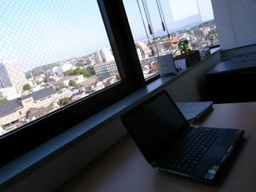朝6時のオフィス
